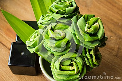 Pandanus leaf bending a bouquet