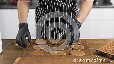 Pane di pan di zenzero La pasticceria mette a disposizione i biscotti finiti, utilizza la pergamena video d archivio
