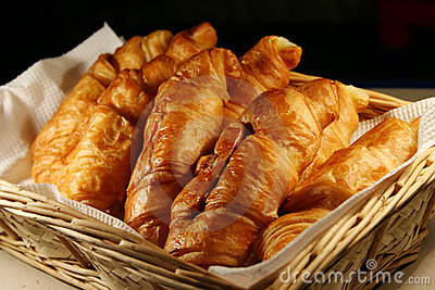 panier-de-croissant-chaud-frais-thumb3354838