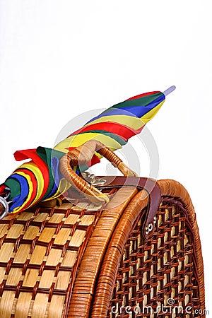 panier de pique nique avec un parapluie color - Parapluie Color