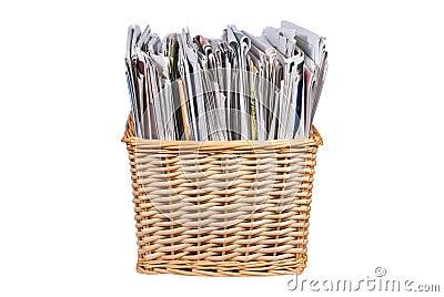Panier en osier avec des journaux et des catalogues photo libre de droits i - Panier osier couleur ...
