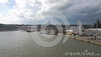 Panorama aéreo escénico de la ciudad vieja en Helsinki, Finlandia almacen de metraje de vídeo