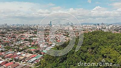 Panorama allra av Kuala Lumpur från den avlägsna utkanten av staden malaysia Surrantennlängd i fot räknat stock video