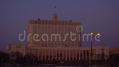 Panorama av den från den ryska federationen Moskvagatan och regeringhuset Solnedgång arkivfilmer