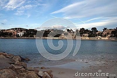 Strand av Renecro i Bandol i franska riviera, Frankrike