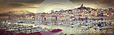 Panorama de Marsella, Francia, puerto famoso.