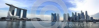 Panorama del horizonte y del río de Singapur Imagen de archivo editorial