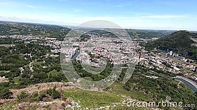 Panorama der Stadt von Lourdes, ber?hmt f?r seine Pilgerfahrt stock video footage