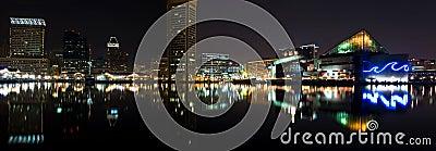 Panorama di notte di Baltimora dentro