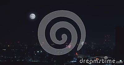 Panorama nocy miasto przy nocą w Mediolan ksi??yc w pe?ni pagodowy shwedagon Yangon Myanmar Mrugliwe gwiazdy zdjęcie wideo
