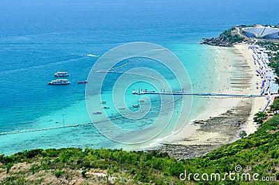 Panorama- sikt och aktivitet på stranden
