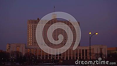 Panorama von Moskau-Straße und von Regierungs-Haus der Russischen Föderation Sonnenuntergang stock footage