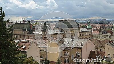 Panorama zadziwiający dziejowy budynek Zagreb od wierzchołka, widok na dachach zbiory wideo
