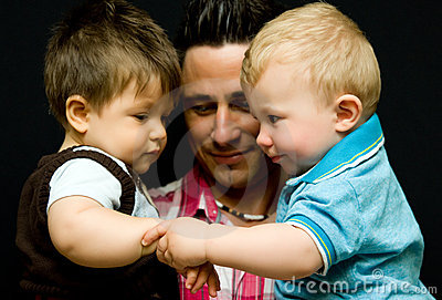 Papà con i due figli