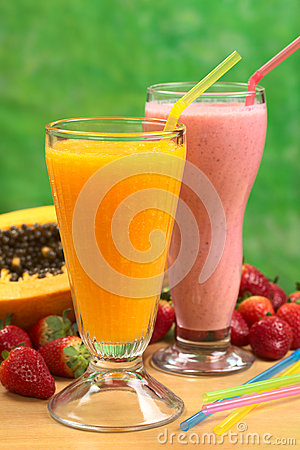 Free Papaya Juice And Strawberry Milkshake Royalty Free Stock Image - 46614736