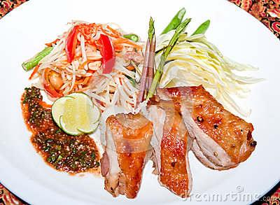 Papaya salad with grill chicken