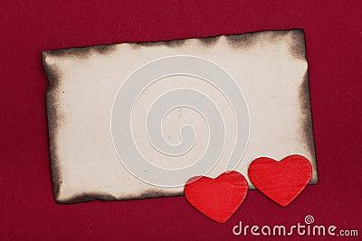 Papel e corações queimados