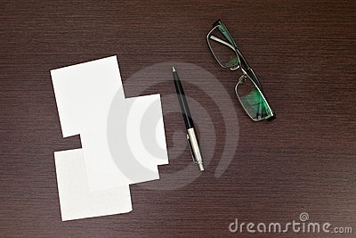 Paper note with pen and glasses