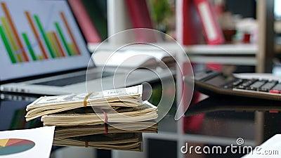 Paquets de transfert d'argent Affaire d'argent Paquet du dollar d'argent liquide sur la table banque de vidéos