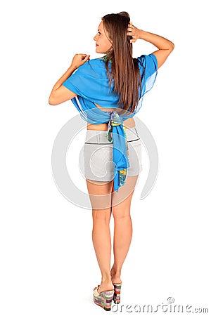 Para trás da mulher vestiu-se nos shorts e no pareo