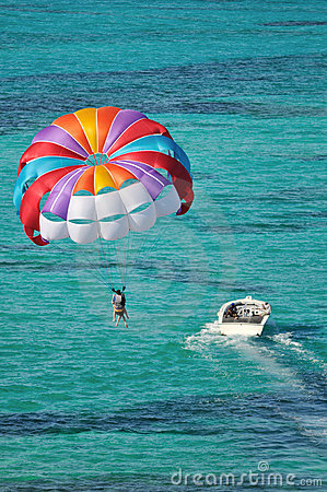Free Parasailing Over The Caribbean Ocean Royalty Free Stock Photos - 8645228