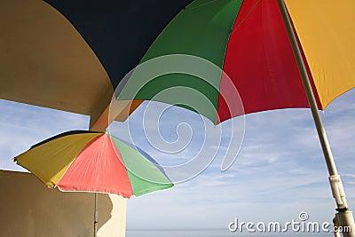 Parasols op een balkon