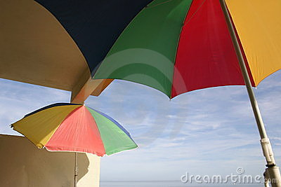 Parasols sur un balcon