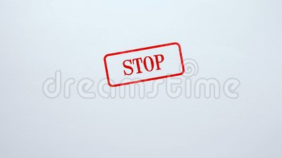 Pare o selo carimbado no fundo de papel vazio, proibição, acesso negou, conceito filme