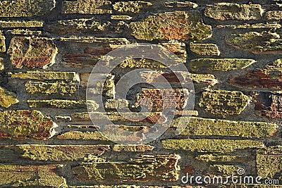 Pared de piedra encendida puesta del sol: fondo, textura, azulejo