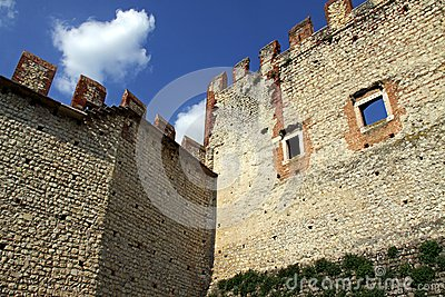 Parede e battlements do castelo
