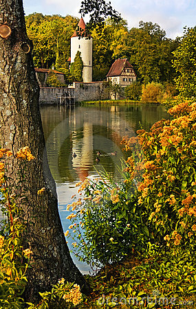 Parede medieval da cidade com torre
