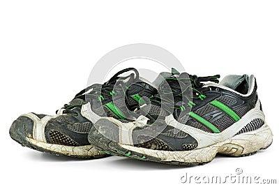 Pares de zapatillas de deporte gastadas