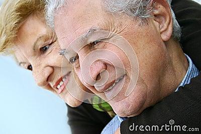 Pares idosos felizes