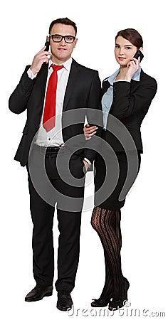 Pares jovenes del negocio en los teléfonos