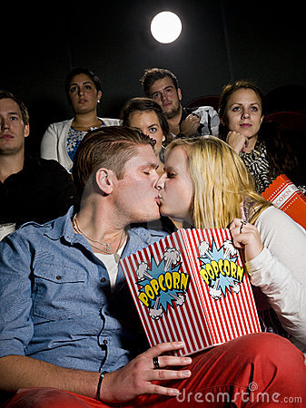 Pares jovenes en el cine