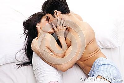 Beijos cor de pétalas  que se faz nas faces de nossas bocas