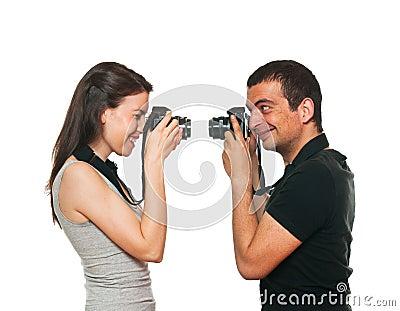 Pares novos que fotografam-se