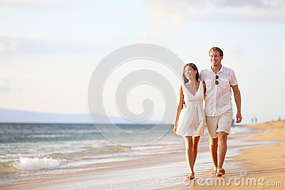 Pares que andam na praia