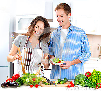 Pares que cozinham junto