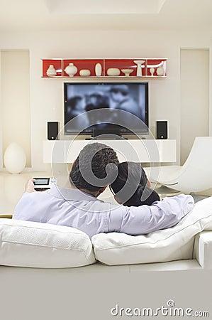 Pares que ven la TV