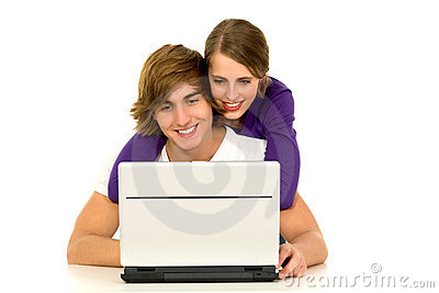 Pares usando la computadora portátil