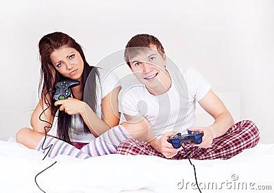 Paret spelar spelrum