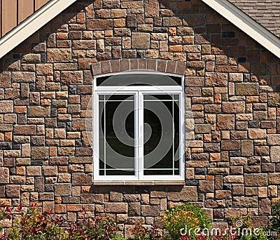 Parete di pietra della camera con la finestra fotografie stock ...
