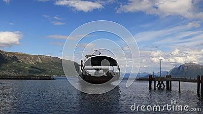 Parfois il ` s pas aussi facile à obtenir à l'autre côté du fjord clips vidéos