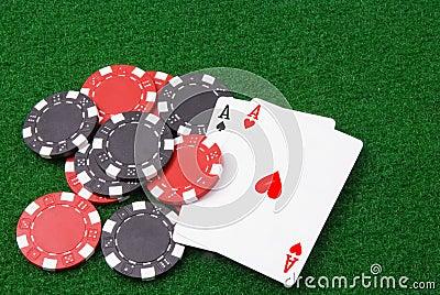 Paridade dos ás e das algumas microplaquetas de póquer