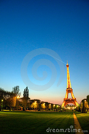 Picture Eiffel Tower Sunset on Photo  Paris  France    Eiffel Tower After Sunset  Image  19856595