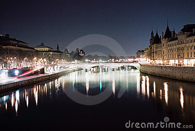 Paris la nuit, river seine lights