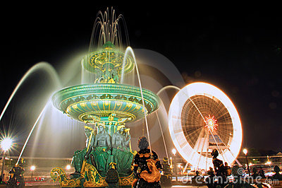 Paris. Place de la Concorde: Fountain at nigh