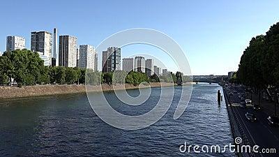Paris Seine River, People Touristes Boats viaggiare a Senna, Ships Trip View 4K stock footage