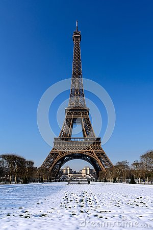 Free Paris - Snowy Eiffel Tower Royalty Free Stock Photography - 141641517